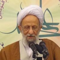 لباس روحانیت، مردم را به یاد امام (ره) و انقلاب میاندازد
